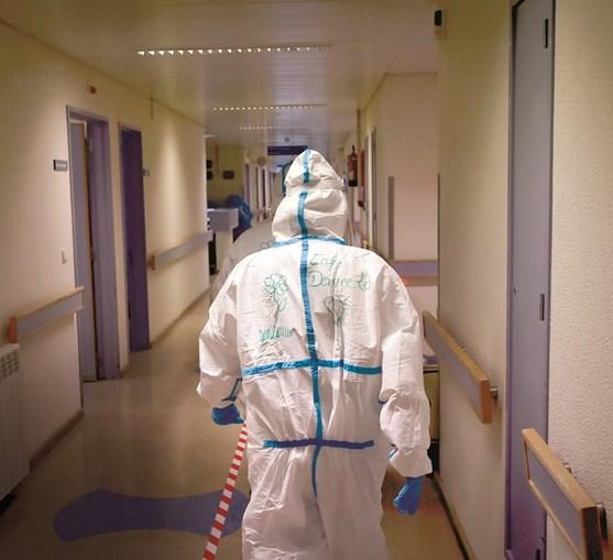 Um ano após os primeiros casos de Covid-19, os dados mostram o impacto da doença no SNS