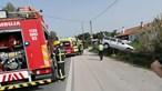 Carro despista-se na Azambuja e fica pendurado em rail lateral