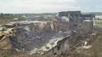 As imagens da destruição após incêndio em armazém de produtos químicos em Alcanena. Veja o vídeo