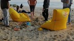Polícia Marítima trava duas festas ilegais com mais 30 pessoas em praia da Costa da Caparica