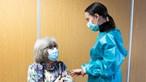 Pessoas abaixo dos 60 anos podem tomar vacina Covid AstraZeneca com 'consentimento informado'