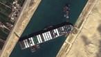'Erro humano' pode ter encalhado navio no Canal do Suez