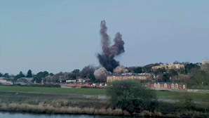 Bomba da 2.ª Guerra Mundial detonada em cidade britânica