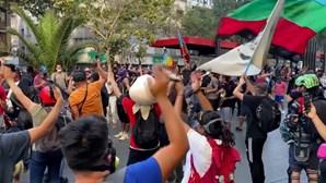 Manifestantes anti-governo enchem ruas da capital chilena