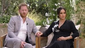 "Harry e Meghan Markle acusam família real de ""perpetuar mentiras"""