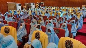 Nigéria anuncia libertação de centenas de adolescentes raptadas