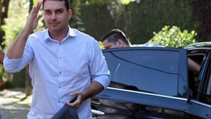Filho de Bolsonaro compra casa de luxo