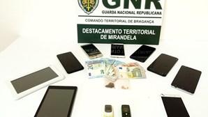 Homem preso que liderava rede de tráfico trama mulher