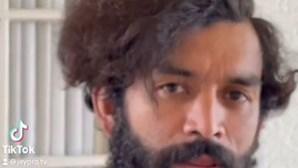 """De sem-abrigo a """"supermodelo"""": Cabeleireiro transforma homem que queria cortar cabelo para encontrar emprego"""