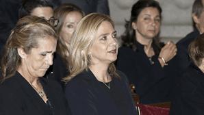 Irmãs do Rei de Espanha saltam fila para receber vacina contra a Covid-19