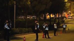 Homem tenta escapar a operação da PSP em bairro de Oeiras e acaba imobilizado