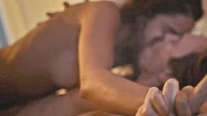 Atriz Sara Matos escaldante em cenas íntimas na tv