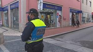 Agentes da PSP agredidos por jovem que circulava sem bilhete em autocarro na Amadora