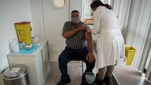 Vacinação contra a Covid-19 divide professores