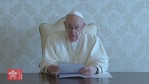 """Papa Francisco diz aos iraquianos que os visita como """"peregrino da paz"""" após anos de guerra e terrorismo"""