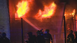 Incêndio destrói armazém de produtos químicos em Alcanena