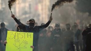 Movimento 'A Pão e Água' volta a sair à rua para protestar por plano de desconfinamento
