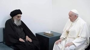 A imagem do encontro entre o Papa Francisco e Aitola Ali al-Sistani no Iraque