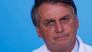 Bolsonaro impedido de entrar em tenda para comer frango assado por não utilizar máscara