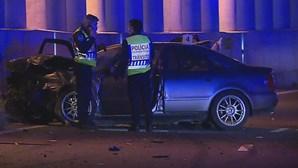 Colisão entre dois carros provoca um morto e um ferido no IC17 em Benfica