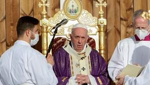 """""""O Iraque permanecerá sempre comigo"""": Papa despede-se em última missa com pedido de união pela paz no país"""