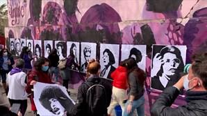 Mural feminista vandalizado em Madrid