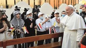 """""""Rezei muito antes de viajar para o Iraque"""", revela Papa Francisco"""