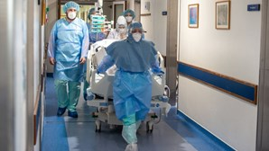 ÚLTIMOS DADOS | 1 Morto | 324 Infetados | 74 Doentes em UCI | 9,35% Vacinados