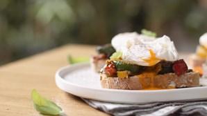 Ovos benedict com toque português