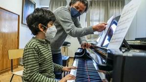 Som dos instrumentos dos alunos calaram silêncio trazido pelo confinamento no Conservatório de Música