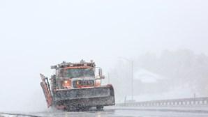 Tempestade atinge oeste dos EUA e centenas de voos são cancelados