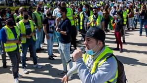 """""""Paga o que deves"""": Centenas de trabalhadores da Groundforce em Belém gritam pelos salários"""