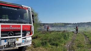 Incêndio consome área de mato no Carvalhal, em Grândola