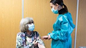"""Pessoas abaixo dos 60 anos podem tomar vacina Covid AstraZeneca com """"consentimento informado"""""""