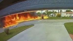 Avioneta despenha-se contra carro e faz três mortos nos EUA. Criança entre as vítimas