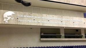 """""""As memórias do que vivi aqui vão ficar bem guardadas"""": FC Porto eterniza Alfredo Quintana no Dragão Arena"""