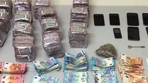 PSP caça 15 quilos de droga e 28 mil euros no Porto e Maia