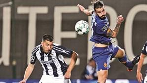 Autogolos dão esperança ao FC Porto em Portimão