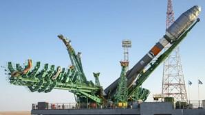 Lançamento do foguete russo Soyuz de novo adiado para segunda-feira
