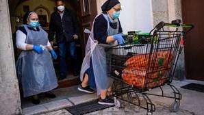 """Desemprego transforma ajudante de cozinha em """"gestora"""": Isabel tem 400 euros para família de cinco"""