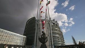 Bruxelas quer isentar de IVA autoridades de saúde nos testes e equipamentos de proteção contra a Covid-19