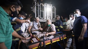 Pelo menos dez mortos em incêndio em hospital para doentes de covid-19 na Índia
