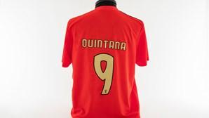 Museu do Benfica guarda camisola de homenagem a Alfredo Quintana