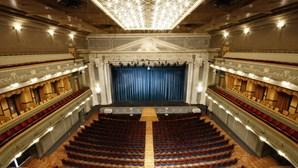 Realização de ensaios permitida para espetáculos com estreia para lá de abril