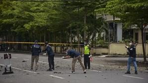 Vários feridos em explosão perto de catedral católica na Indonésia