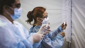 Mais de 20 mil profissionais escapam à vacinação contra Covid nas escolas