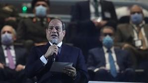 Presidente do Egito diz que operação para desencalhar navio no Canal do Suez foi bem-sucedida