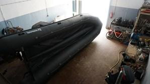 Grupo de 16 migrantes marroquinos chega ao Algarve em lancha rápida. SEF e PJ procuram 13 em fuga