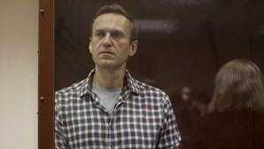 Navalny anuncia greve de fome após sofrer tortura do sono