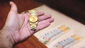 Criminoso finge venda de relógio Rolex e rouba mala com 18 mil euros ao comprador